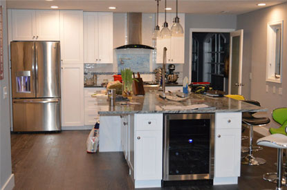 Merveilleux The White Shaker Kitchen Cabinets Are One Of The Most Popular Choices In  The Market Now, Especially Because Of Their Smart And Sleek Styling Of The  Door.
